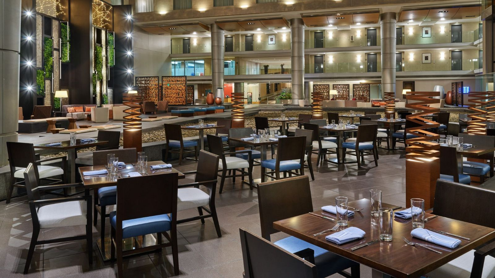 Detroit Airport Restaurants - The Westin Detroit Metropolitan Airport